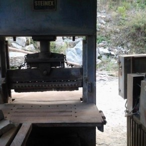 Used vertical splitting machine - stone splitting machine Steinex 110 ton