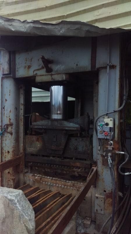 Vertical splitting machine Steinex - 200 Ton