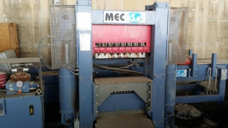 Vertical splitting machine Mec P2 - 90 Ton