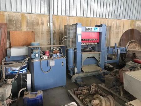 Vertical splitting machine Mec P2 - 90 Ton