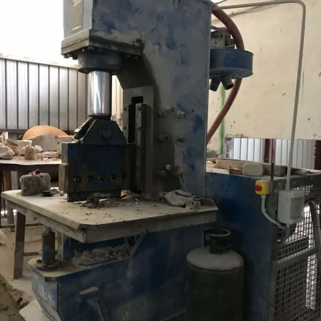 Maquina de corte Mec C 450 - 110 Ton