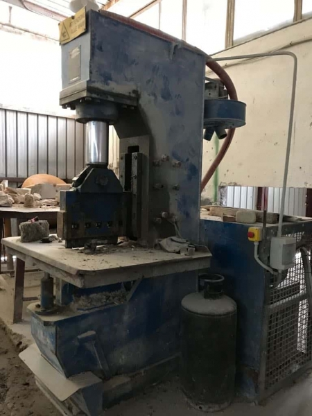 Vertical splitting machine Mec C 450 - 110 Ton
