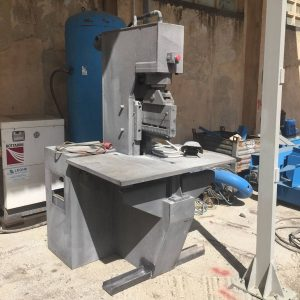 Vertical splitting machines Comes SOC 1A – 40 Ton