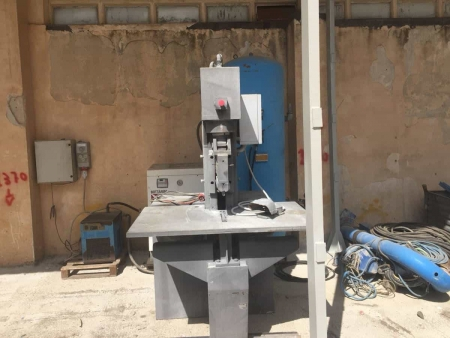 Vertical splitting machines Comes SOC 1A - 40 Ton