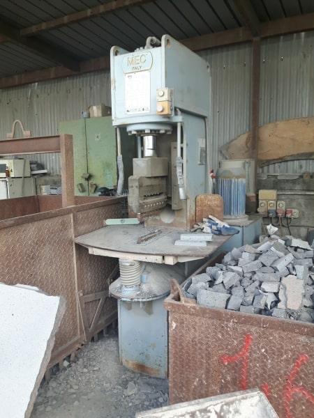 Maquina de corte Mec C250 – 42 Ton