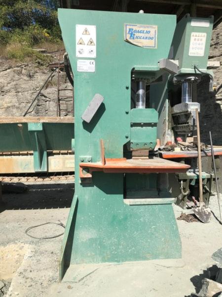 Vertical splitting machine Steinex 1M 2RB – 120 Ton